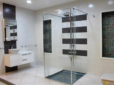 Ein Bad schlicht und modern
