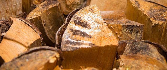 Brennholz- bzw. Kaminholz-Stapel
