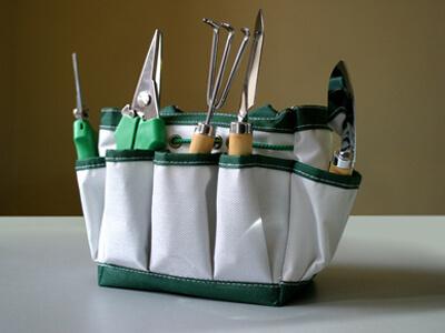 Der Gärtner benutzt häufig so einen Gürtel für seine Werkzeuge.
