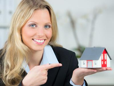 Immobilienmakler helfen dabei die richtige Immobilie zu finden.