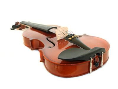Eine Violine aus der Musikschule kann ausgeliehen werden.