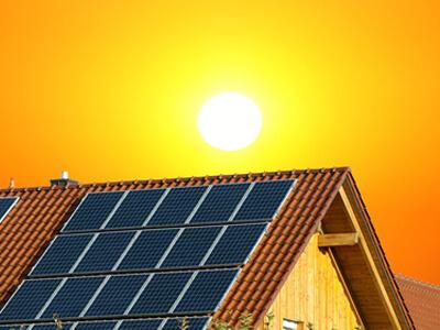 Solaranlagen können einfach von einem Dachdecker installiert werden.