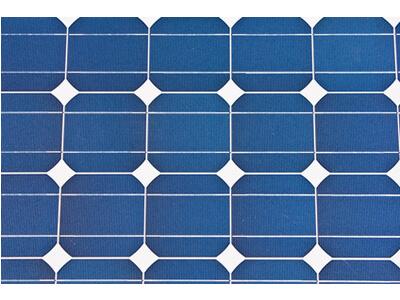 Die winzigen Solarzellen werden in komplexen Verfahren hergestellt.